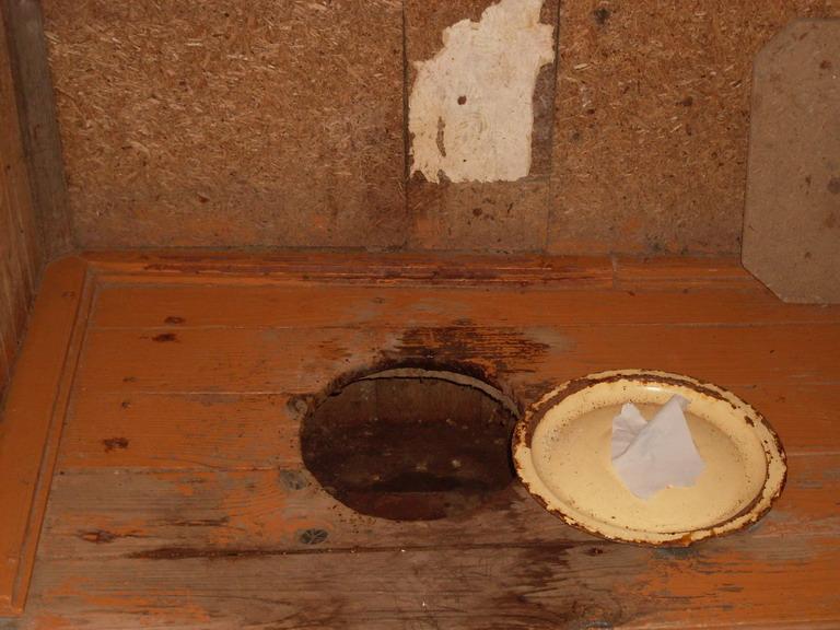 Деревенский туалет видео слова
