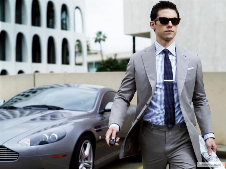 один из образов миллионера, не хватает портфеля, офиса в небоскрёбе.