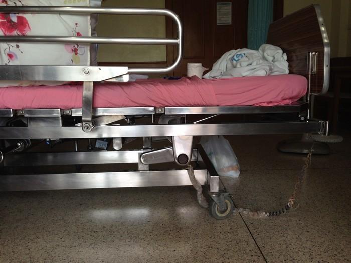 Та самая понтовая кровать в ВИП-палате, долго нажимал на кнопки и экспериментировал